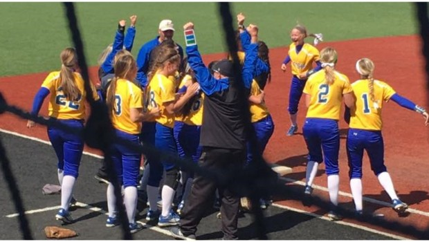 Tigers Softball Wins Two Saturday to Advance to Regional Semis
