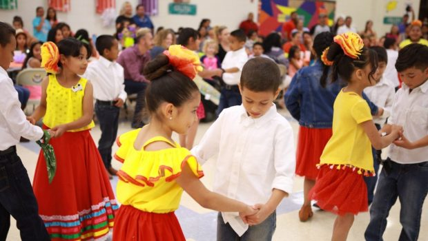 Willow Bend Welcomes Students, Parents to Annual Dual-Language Celebration