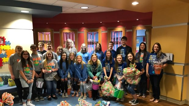 Frenship NJHS Students Deliver Easter Baskets to Patients at UMC